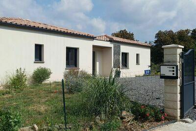 Maison de vacances spacieuse à Oupia avec piscine privée