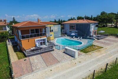 Appartement de luxe à Funtana avec piscine