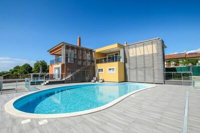 Bel appartement à Funtana avec piscine