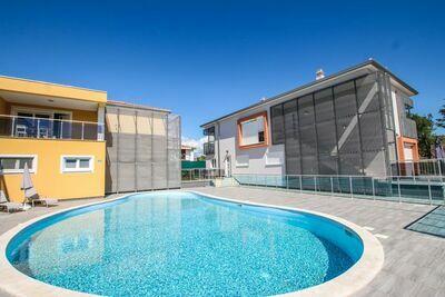 Appartement somptueux à Funtana avec piscine
