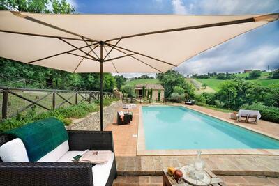 Splendide maison de vacances à Sant Angelo à Pontano avec jardin