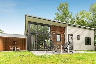 Jolie maison de vacances dans le centre de Sint-Annaland