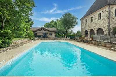 Maison de vacances animée à Sainte Trie avec piscine privée