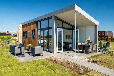 Chalet moderne avec belle terrasse, en Frise