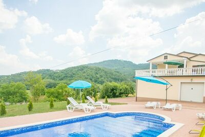 Grand appartement à Buzet, Croatie avec Piscine