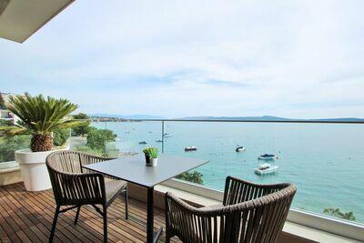 Luxueux appartement avec piscine privée et vue mer à Crikvenica