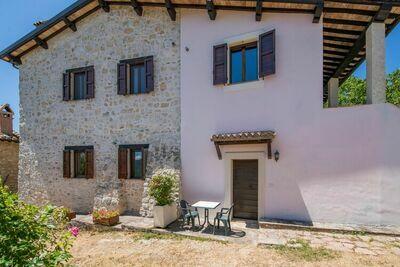Maison de vacances paisible à Sellano avec piscine privée et jardin