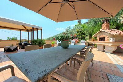 Maison de vacances lumineuse avec une vue splendide sur la vallée de la Nievole