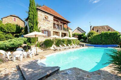 Le treil, somptueuse maison en pierre avec piscine et jardin à perte de vue