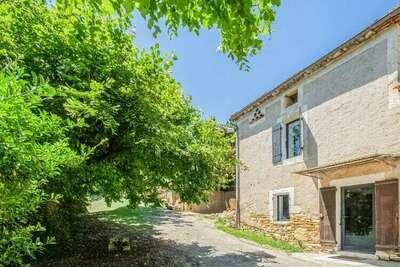 Ferme rénovée à Soturac avec vaste jardin et spa privatifs