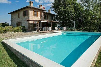 Maison de vacances ensoleillée à Salsomaggiore Terme avec piscine