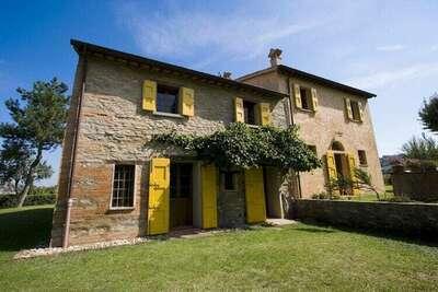 Logement agréable à Brisighella avec piscine privée