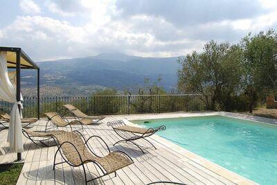 Maison de vacances avec vue sur la vallée à Seggiano avec un sauna