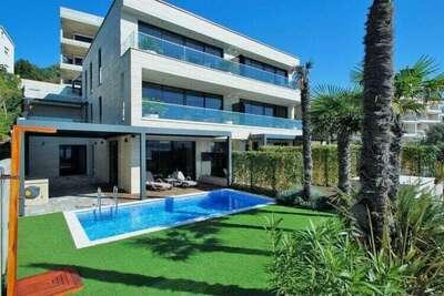 Appartement de luxe avec piscine privée et vue mer, proche de la plage