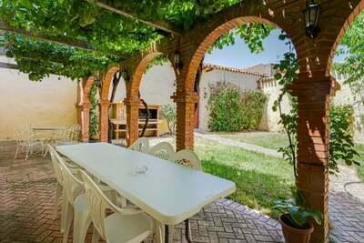Manoir confortable à Pozo-Lorente avec patio privé, piano et 2 cheminées