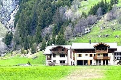 Chalet prestige 1500 m, dans un site classé vue et cadre exceptionnels  Vanoise Alpes du Nord France