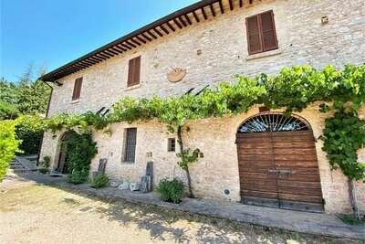 Belle maison de vacances à Assise avec jardin