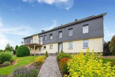 Maison confortable avec vaste jardin, terrasse et superbe vue à Beurg Reuland