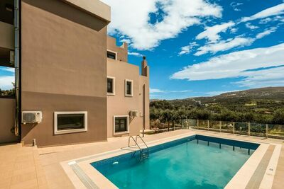 Villa moderne près de la mer à Adelianos Kampos