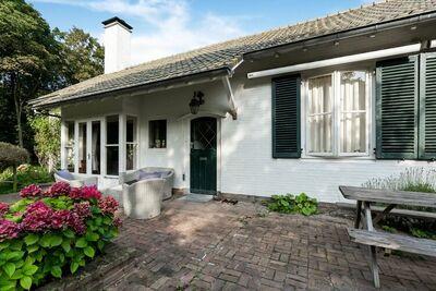 Maison familiale dans la campagne zélandaise avec court de tennis