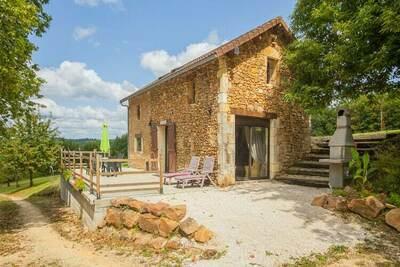 Ancien Chai en pierre entouré de 4 hectares sans vis à vis en Dordogne proche de Monpazier