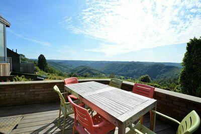 Maison confortable à Rochehaut avec vue magnifique et hot tub