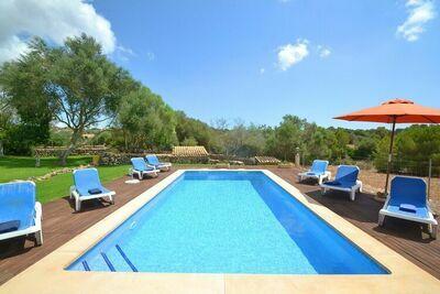 Maison de style majorquin avec piscine et climatisation à 4 km de la mer