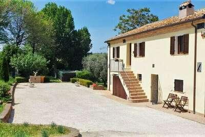 Bel appartement à Filottrano avec jardin clôturé