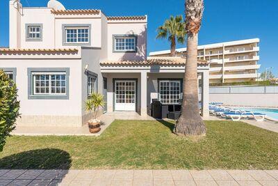 Spacieuse villa de vacances en Algarve avec piscine privée, à 200 m de la plage de Galé.
