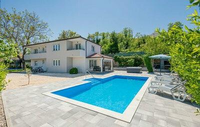 Maison 9 personnes à Zmijavci