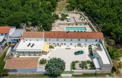 Maison 10 personnes à Jadranovo