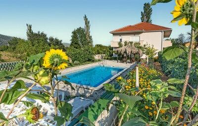 Maison 10 personnes à Ercegovci