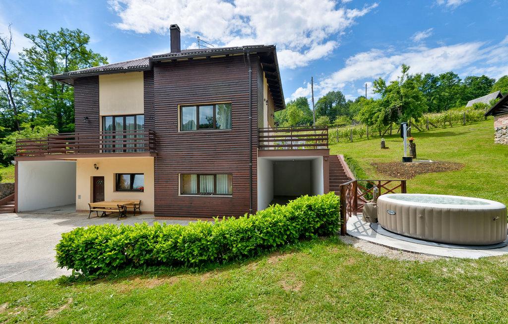 Location Maison à Bosiljevo - Photo 0 / 56
