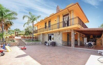 Villa Cristian, Maison 9 personnes à Trabia PA
