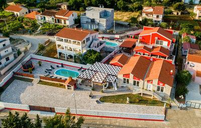 Maison 16 personnes à Turanj