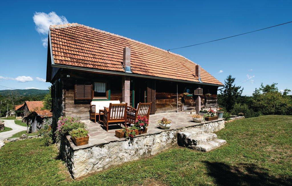 Location Maison à Ozalj - Photo 0 / 45