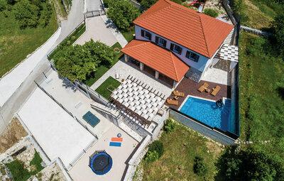 Maison 11 personnes à Dubravka