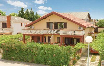 Maison 12 personnes à Privlaka