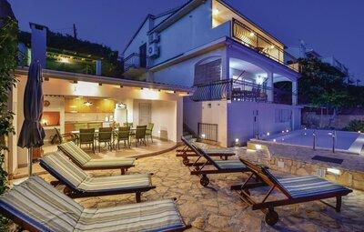 Maison 11 personnes à Okrug Gornji
