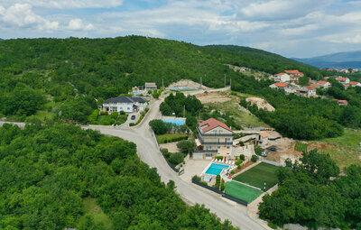 Maison 14 personnes à Gornje Podbablje