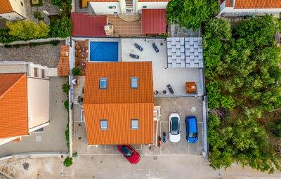 Maison 22 personnes à Okrug Gornji
