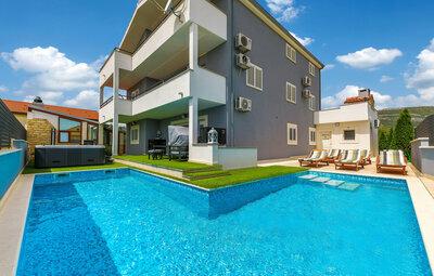 Maison 18 personnes à Kastel Novi