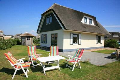 Jolie villa au toit de chaume à Julianadorp près de la plage