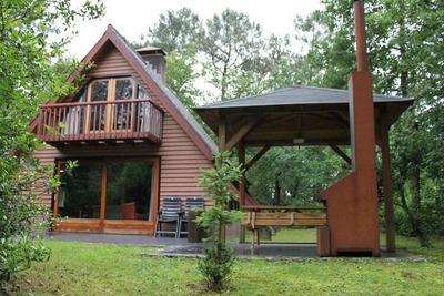 Joli bungalow avec lave-vaisselle, en lisière de forêt