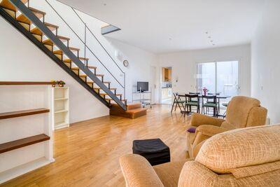 Maison de vacances simpliste à Barcelone avec balcon