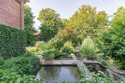 L'appartement est situé directement sur le magnifique étang du moulin.